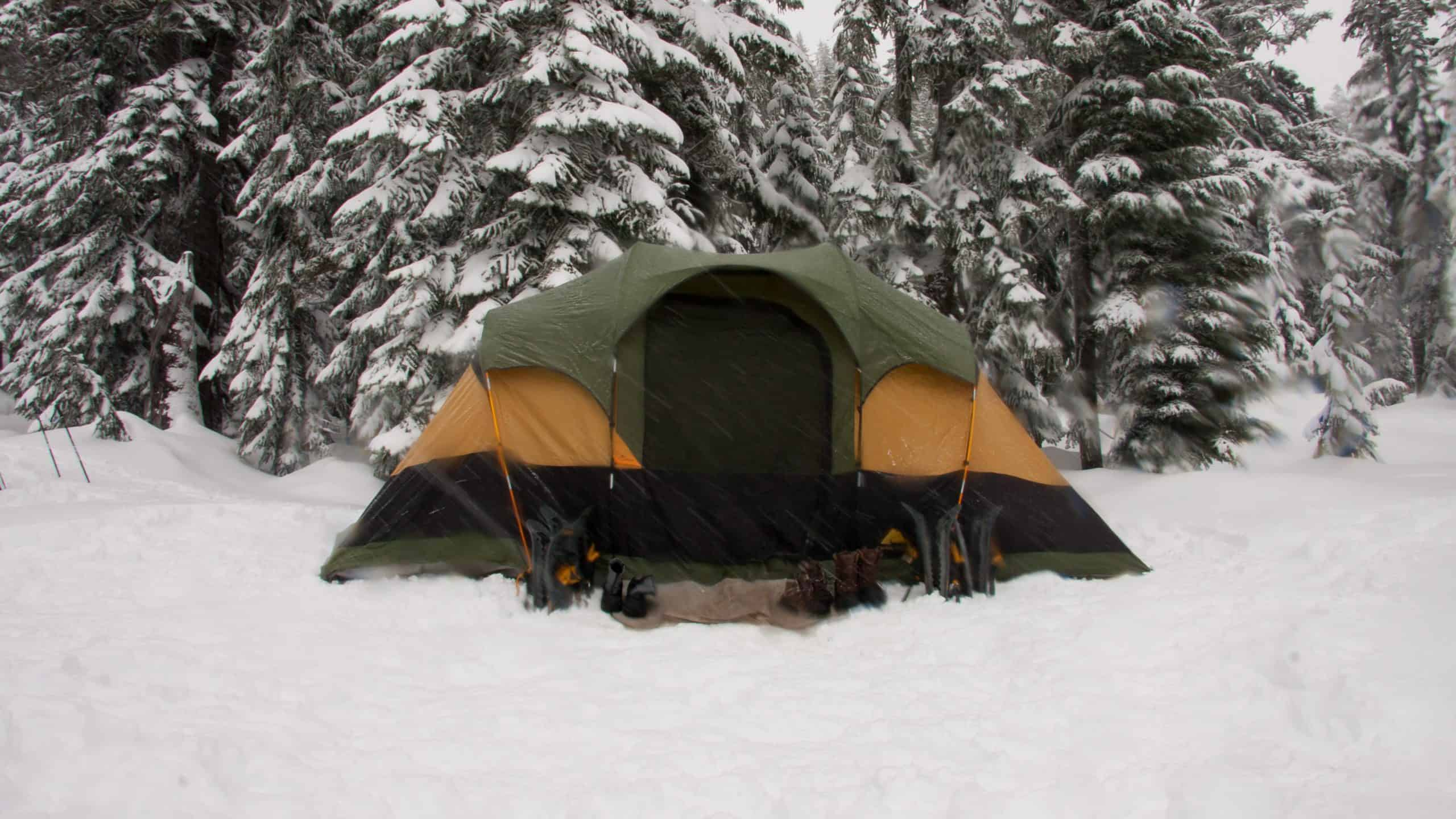 how to keep a tent warm while camping or hiking